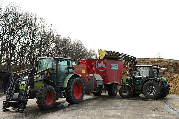 Still running on diesel: Tractors on a dairy farm (Photo: ATB)